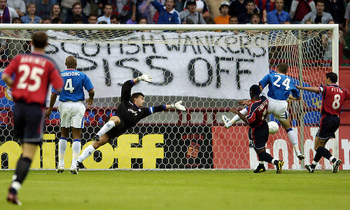 10TH JULY 2004, CSKA MOSCOW V RANGERS, CHAMPIONS LEAGUE QUALIFIER 1st LEG, LOKOMOTIV STADIUM, MOSCOW, VAGNER LOVE SCORES FOR CSKA AS THE CSKA FANS TAUNT RANGERS STEFAN KLOS WITH BANNER, ROB CASEY PHOTOGRAPHY.