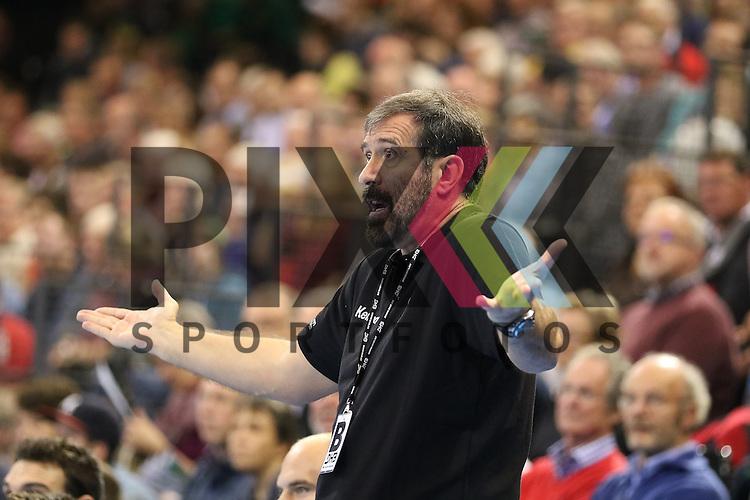 Flensburg, 06.11.15, Sport, Handball Supercup 2015, Serbien-Slowenien : Vadica Spasojevic (Serbien, Trainer)<br /> <br /> Foto &copy; PIX-Sportfotos *** Foto ist honorarpflichtig! *** Auf Anfrage in hoeherer Qualitaet/Aufloesung. Belegexemplar erbeten. Veroeffentlichung ausschliesslich fuer journalistisch-publizistische Zwecke. For editorial use only.