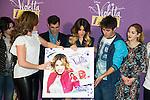 Martina Stoessel alias Violetta de la s&eacute;rie t&eacute;l&eacute;vis&eacute;e Disney lors de son passage en Belgique pour une s&eacute;rie de concert.  <br /> Violetta ( Martina Stoessel ), lors du photocall de sa tourn&eacute;e &quot; Violetta Live 2015 &quot;, &agrave; l'h&ocirc;tel Amigo &agrave; Bruxelles.<br /> Belgique, Bruxelles, 12 mars 2015.