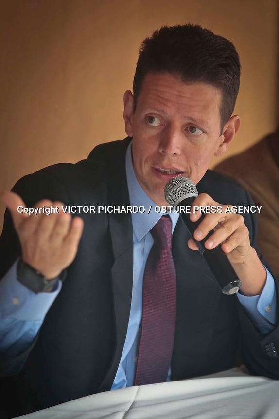 Querétaro, Qro. 01 junio 2016.- El diputado local, líder de la fracción priísta en el Congreso del Estado, Mauricio Ortíz Proal, ofreció rueda de prensa en el centro de la ciudad.