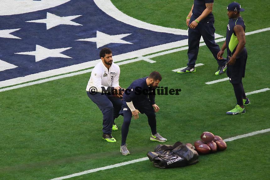 QB Russell Wilson (Seahawks) macht sich warm  - Super Bowl XLIX, Seattle Seahawks vs. New England Patriots, University of Phoenix Stadium, Phoenix