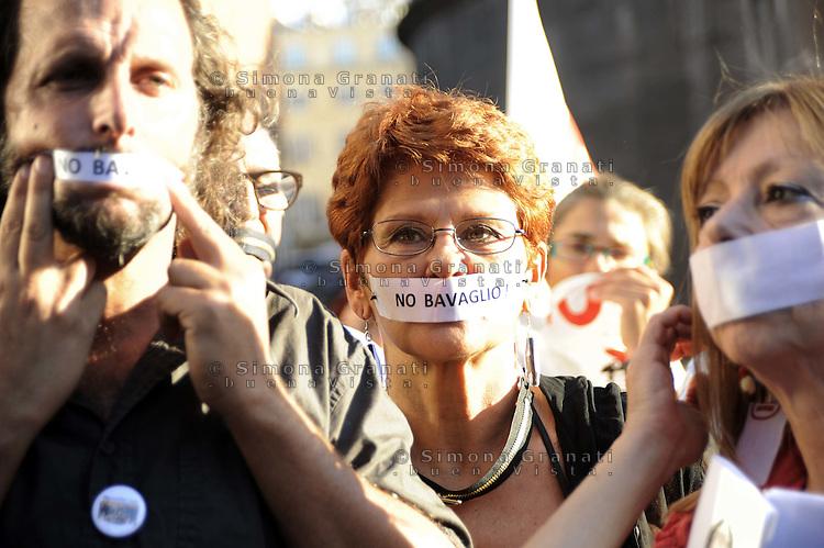 """Roma, 5 Ottobre 2011.Piazza del Pantheon.Manifestazione contro la legge sulle intercettazioni, denominata """"legge Bavaglio"""""""