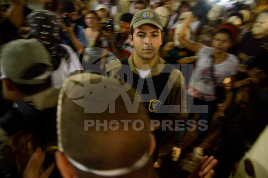 RECIFE, PE, 20.01.2016 - TRANSPORTE-PROTESTO - Manifestantes durante ato no centro do Recife (PE) contra o aumento de passagens nesta desta quarta-feira (20) em Recife. (Foto: Diego Herculano / Brazil Photo Press)