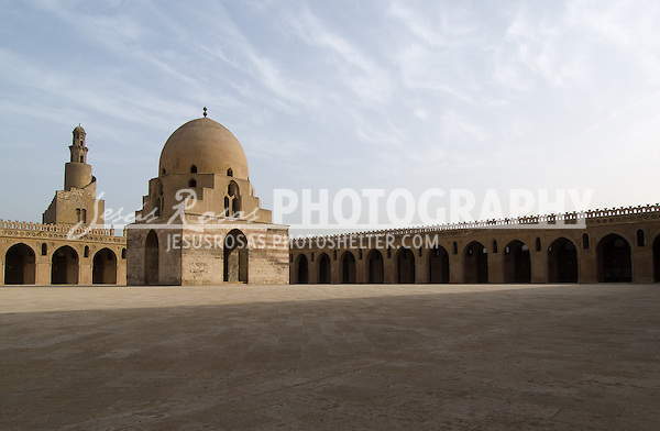 Mosque of Ahmed Ibn Tulun courtyard. Cairo, Egypt. Year: 2009.
