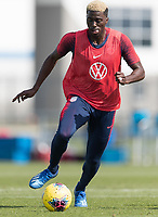 Gyasi Zardes of the United States dribbles the ball