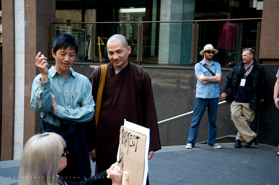 """More than 1000 people demonstrate in Sydney at Martin Place on Saturday of October 15 calling for an end to """"greed"""" and to reject the policies that have """"enriched 1 per cent of the world's population at the expense of the other 99"""". Similar protests take place in almost 1000 cities all over the World."""