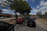 LAGOA SANTA, MG, 15.11.2013 – TRÂNSITO - Trânsito intenso em Lagoa Santa-MG saída para Serra do Cipó no feriado da Proclamação da República, na manhã desta sexta-feira (15) (Foto: Marcos Fialho / Brazil Photo Press)