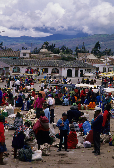 ECUADOR, HIGHLANDS, PUJILI, LOCAL INDIAN MARKET