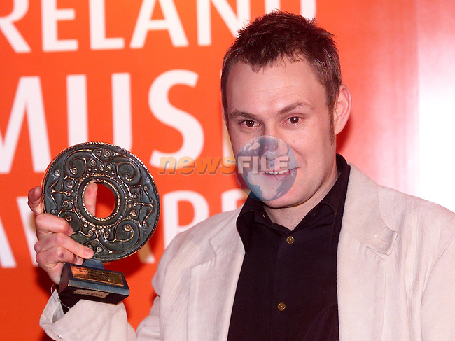 David Gray who won the award for Best Selling International Album (Male) with his album 'White Ladder' and the award for Best international Songwriter at the Meteor Irish Music Awards in the Point on Friday night..Picture: Paul Mohan/Newsfile..SEE JOHN CASSIDY FOR COPY IN IRISH SUNDAY MIRROR