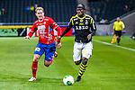 Solna 2013-09-30 Fotboll Allsvenskan AIK - &Ouml;sters IF :  <br /> AIK 9 Martin Kayongo Mutumba i kamp om bollen med &Ouml;ster 5 Stefan Karlsson <br /> (Foto: Kenta J&ouml;nsson) Nyckelord: