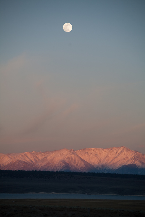 Views in winter time along hwy 395 which runs along the east side of the Sierra Madre mountains in California
