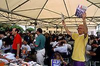 """genova luglio 2001, proteste contro il g8. social forum. la rivista """"carta"""" --- genoa july 2001, protests against g8 summit. social forum. """"carta"""" magazine"""