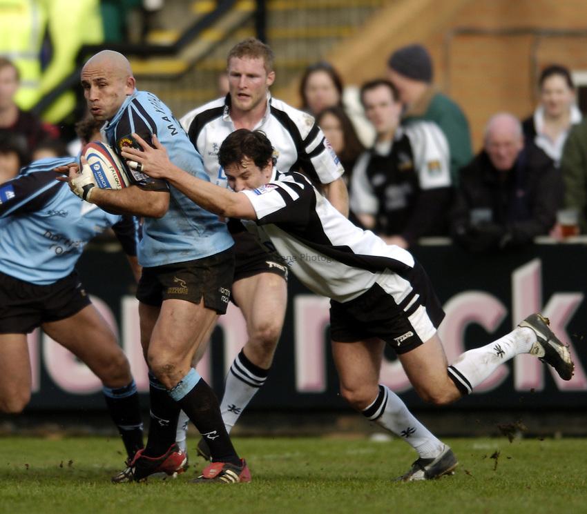 Photo. Jed Wee..Newcastle Falcons v Leeds Tykes, Zurich Premiership, Kingston Park, Newcastle. 15/02/2004..Newcastle's Mark Mayerhofler (L).