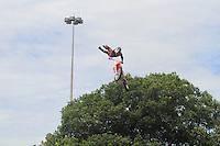 RIO DE JANEIRO, RJ, 10 DE MARÇO DE 2013, FELIPE MASSA RIO DE JANEIRO Exibicao de Motocross durante evento com o piloto de Fórmula 1, Felipe Massa, durante o TNT Street Race no circuito no Aterro do Flamengo, no Rio de Janeiro, RJ, neste domingo (10). FOTO: THIAGO LOUZA / BRAZIL PHOTO PRESS
