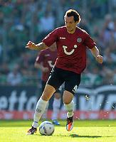 FUSSBALL   1. BUNDESLIGA   SAISON 2011/2012    8. SPIELTAG Hannover 96 - SV Werder Bremen                             02.10.2011 Emanuel POGATETZ (Hannover 96) Einzelaktion am Ball