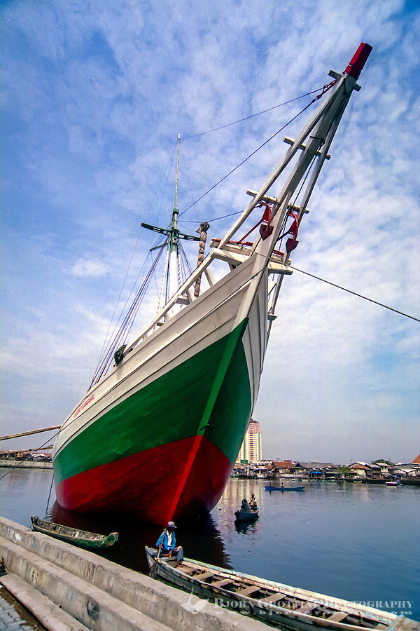 Indonesia, Java, Jakarta. Sunda Kelapa, the old harbor where you can see the traditional sailships of the Bugis people, Pinisi.