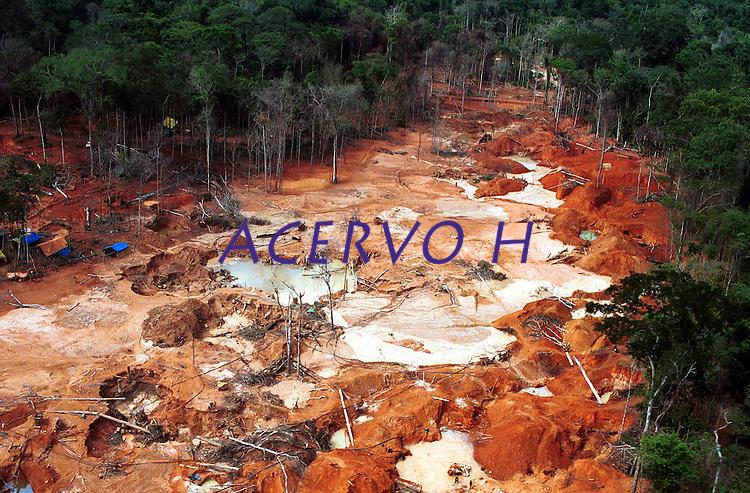 CACOAL - RO 21/10/02 FOTO ANDRE DUSEK MATERIA: DIAMANTES / MALDIÇÃO DA AMAZÔNIA P/ BRASIL.<br /> AREA DESMATADA DENTRO DA RESERVA INDÍGENA DOS CINTA LARGA, ONDE SE ENCONTRA O GARIMPO DO LAGES.
