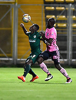 BOGOTA - COLOMBIA -21 -10-2016: Yessy Mena (Izq.) jugador de La Equidad disputa el balón con Yair Ibargüen (Der.) jugador de Boyaca Chico FC, durante partido entre La Equidad y Boyaca Chico FC, por la fecha 17 de la Liga Aguila II-2016, jugado en el estadio Metropolitano de Techo de la ciudad de Bogota. / Yessy Mena (L) player of La Equidad vies for the ball with Yair Ibargüen (R) player of Boyaca Chico FC, during a match La Equidad and Boyaca Chico FC, for the  date 17 of the Liga Aguila II-2016 at the Metropolitano de Techo Stadium in Bogota city, Photo: VizzorImage  / Luis Ramirez / Staff.