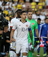 PASADENA - UNITED STATES, 07-06-2016: James Rodriguez jugador de Colombia (COL) ingresa al campo de juego para los actos protocolarios previo al encuentro del grupo A, fecha 2, con Paraguay (PAR) por la Copa América Centenario USA 2016 jugado en el estadio Rose Bowl en Pasadena, California, USA. /  James Rodriguez player of Colombia (COL) goes inside the field to participate on the formal events prior a match of the group A date 2 against Paraguay (PAR)  for the Copa América Centenario USA 2016 played at Rose Bowl stadium in Pasadena, California, USA. Photo: VizzorImage/ Luis Alvarez /Str