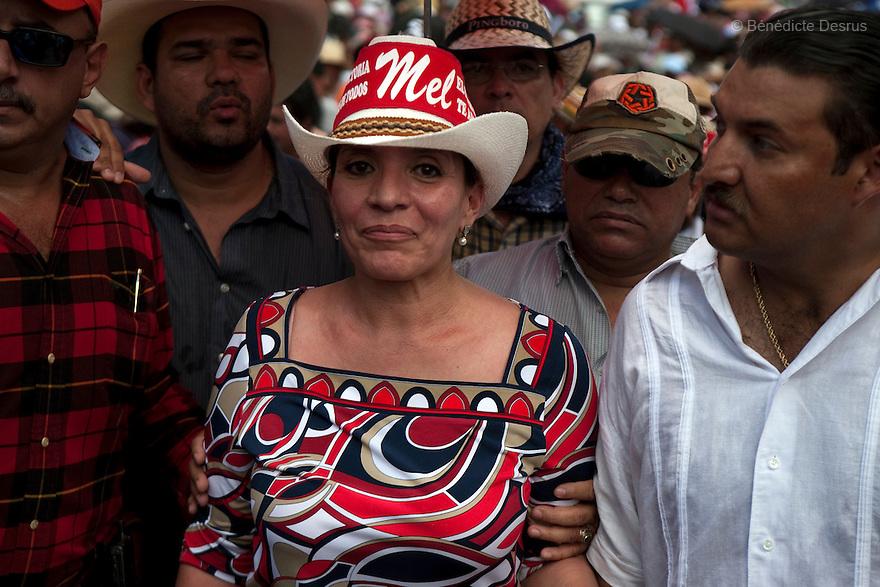 7 July 2009 - Tegucigalpa, Honduras  Xiomara Castro de Zelaya, Manuel Zelaya's wife and supporters of ousted Honduran President Manuel Zelaya during a march in Tegucigalpa, capital of Honduras. Photo credit: Benedicte Desrus
