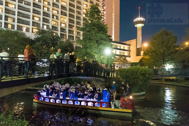 November 11, 2016; The Notre Dame Marching Band performs on boats on the San Antonio Riverwalk the night before the 2016 Shamrock Series game. (Photo by Matt Cashore/University of Notre Dame)