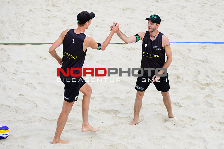 25.07.2020, Düsseldorf / Duesseldorf, Merkur Spiel-Arena<br /> Beachvolleyball, comdirect Beach Tour, Top Teams, Julius Thole / Clemens Wickler vs. Bennet Poniewaz / David Poniewaz <br /> <br /> Jubel Julius Thole und Clemens Wickler <br /> <br />   Foto © nordphoto / Kurth