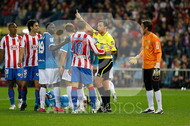 Madrid (31/10/10).- Estadio Vicente Caldeon..Campeonato Nacional de Liga..Atco. Madrid 1- Almeria 1..Teixeira Vitienes (arbitro)...©Alex Cid-Fuentes/ ALFAQUI..