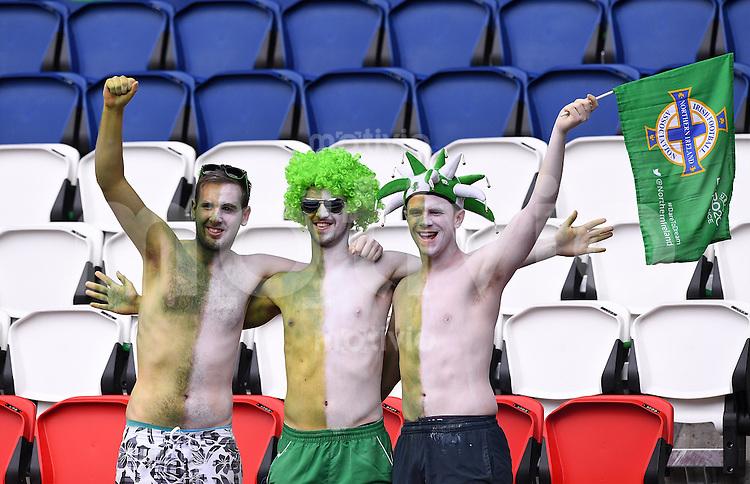 FUSSBALL EURO 2016 GRUPPE C IN PARIS Nordirland - Deutschland     21.06.2016 Fans aus Nordirland