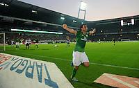 FUSSBALL   1. BUNDESLIGA   SAISON 2011/2012    7. SPIELTAG SV Werder Bremen - Hertha BSC Berlin                   25.09.2011 Claudio PIZARRO (SV Werder Bremen) bjeublt seinen Treffer zum 2:1