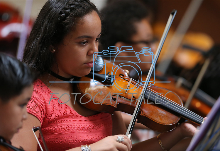 Vanessa Becerra, 12, performs in the Carson City Symphony's Youth Strings Summer Program concert in Carson City, Nev., on Thursday, July 27, 2017. <br /> Photo by Cathleen Allison