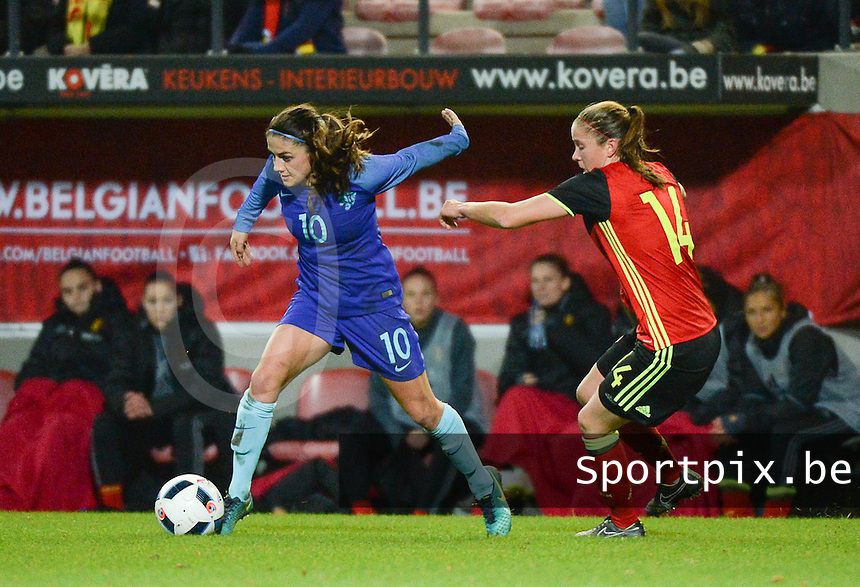 20161124 - LEUVEN ,  BELGIUM : Belgian Lenie Onzia (R) and Dutch Danielle Van De Donk (L)  pictured during the female soccer game between the Belgian Red Flames and The Netherlands , a friendly game before the European Championship in The Netherlands 2017  , Thursday 24 th November 2016 at Stadion Den Dreef  in Leuven , Belgium. PHOTO SPORTPIX.BE | DIRK VUYLSTEKE