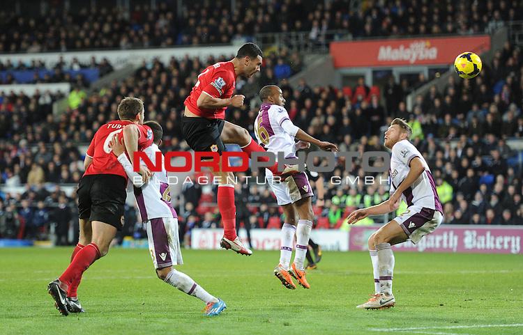 Cardiff City's Steven Caulker heads towards goal. -  10/02/2014 - SPORT - FOOTBALL - Cardiff - Cardiff City Stadium - Cardiff City v Aston Villa - Barclays Premier League<br /> Foto nph / Meredith<br /> <br /> ***** OUT OF UK *****