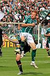 11.08.2019, Stadion Lohmühle, Luebeck, GER, DFB-Pokal, 1. Runde VFB Lübeck vs 1.FC St. Pauli<br /> <br /> DFB REGULATIONS PROHIBIT ANY USE OF PHOTOGRAPHS AS IMAGE SEQUENCES AND/OR QUASI-VIDEO.<br /> <br /> im Bild / picture shows<br /> Zweikampf/Kopfball. Kopfballduell zwischen Marvin Knoll (FC St. Pauli) und Dennis Hoins (VfB Luebeck).1U<br /> <br /> Foto © nordphoto / Freund