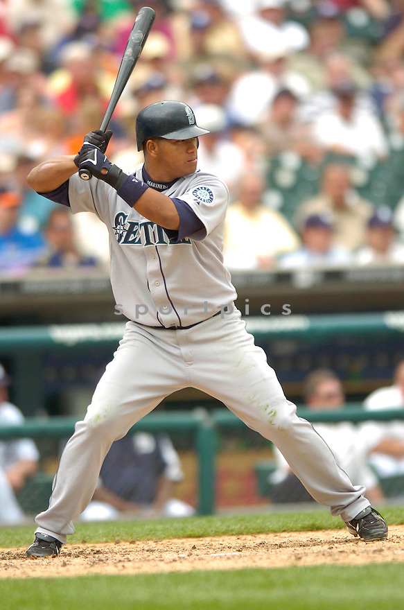 JOSE LOPEZ, of the Seattle Mariners , in action during the Mariners game against the Detroit Tigers in Detroit, Michigan, on May 10,  2007...Tigers  win 7-3...DAVID DUROCHIK / SPORTPICS..