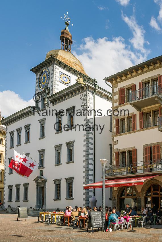 Switzerland, Canton Valais, Sion: Brasserie du Grand Pont and city hall in old town   Schweiz, Kanton Wallis, Sion (Sitten): Brasserie du Grand Pont und Rathaus in der Altstadt