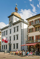 Switzerland, Canton Valais, Sion: Brasserie du Grand Pont and city hall in old town | Schweiz, Kanton Wallis, Sion (Sitten): Brasserie du Grand Pont und Rathaus in der Altstadt