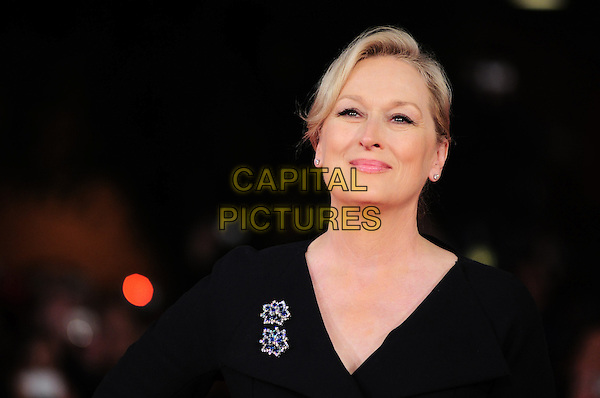 MERYL STREEP.The premiere of 'Julie & Julia' during Day 8 of the 4th International Rome Film Festival, Auditorium Parco della Musica, Rome, Italy..October 22nd, 2009.headshot portrait black brooch.CAP/CAV.©Luca Cavallari/Capital Pictures.