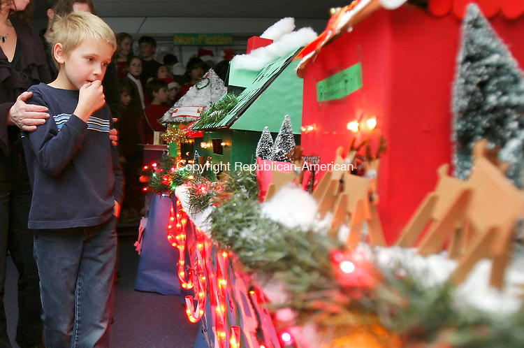 SOUTHBURY, CT. 20 December 2006--122006SV07--Third grader Thomas Jensen checks out the electric village created by 4th graders at Gainfield Elementary School in Southbury Wednesday.<br /> Steven Valenti Republican-American