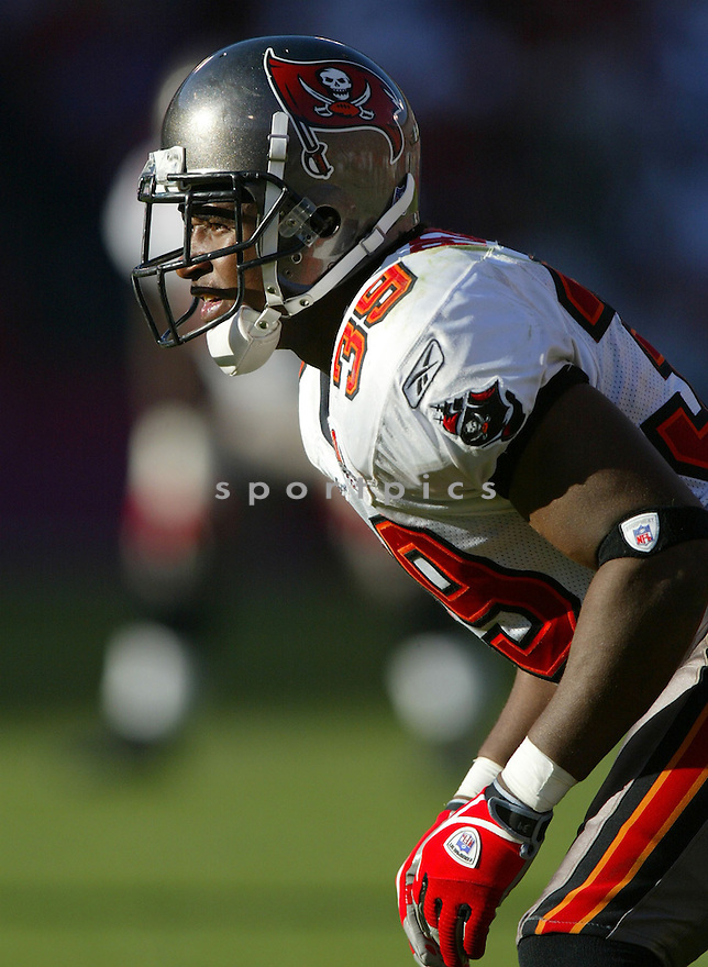 Kalvin Pearson, of the Tampa Bay Buccaneers , in action, during their game against the San Francisco 49ers on October 30, 2005...San Francisco wins 15-10..Rob Holt / SportPics