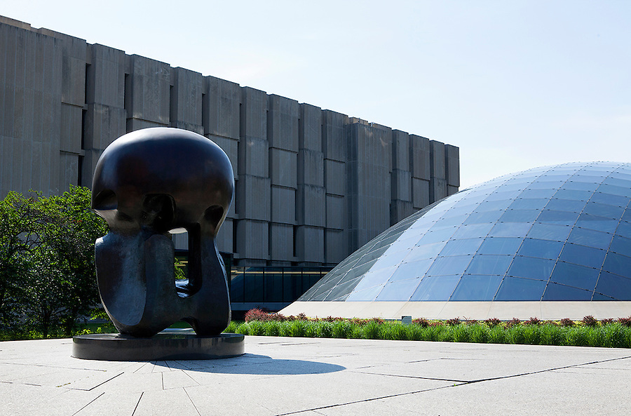 Joe and Rika Mansueto Library designed by Helmut Jahn, and Nuclear Energy, a bronze sculpture by Henry Moore, University of Chicago campus, Chicago, Illinois, IL, USA