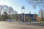 22.03.2020, Osterdeich, Bremen, SARS-CoV-2 / Covid-19). Weser Stadion, im Bild<br /> <br /> Thema Corona<br /> <br /> Feature rund um das Weserstadion - <br /> Stadionbereich - Uebersicht, Solarzellen, Banner, <br /> <br /> Weserstadion mit Schriftzug an der Brücke Bergamo mola mia! ( deutsch: Bergamo gib nicht auf! ) <br /> <br /> Foto © nordphoto / Hollmann