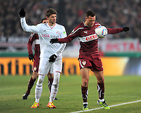 FUSSBALL   DFB POKAL   SAISON 2011/2012   VIERTELFINALE VfB Stuttgart - FC Bayern Muenchen                      08.02.2012 Thomas Mueller (li, FC Bayern Muenchen) gegen Julian Schieber (VfB Stuttgart)