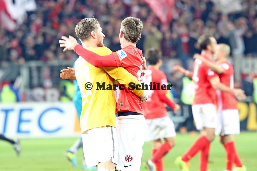Siegesjubel Mainz von Loris Karius und Stefan Bell - 1. FSV Mainz 05 vs. Eintracht Frankfurt, Coface Arena, 12. Spieltag