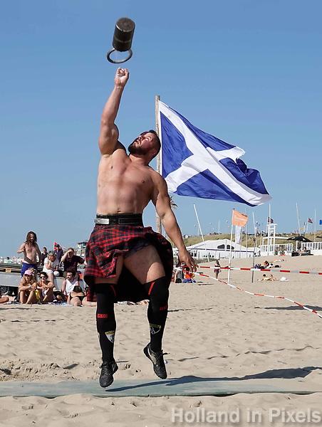 Nederland  Zandvoort - 8 juli 2018.    Het British Festival. NK Highland Games op het strand. Weight for height.   Foto mag niet in negatieve context gepubliceerd worden.     Foto Berlinda van Dam Hollandse Hoogte