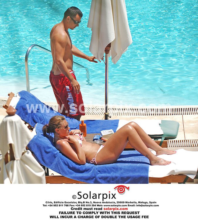 ALL ROUND EXCLUSIVE PICTURES FROM SOLARPIX.COM.*MUST CREDIT SOLARPIX.COM OR DOUBLE FEE WILL BE CHARGED*.The Liberty X girl Michelle Heaton and Andy Scott Lee relaxing on the beach in Mallorca in Spain...DATE:12.07.06-JOB REF:2560-AB1