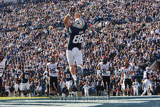Provo - BYU TE Andrew George (88) pulls down a touchdown pass, bringing the BYU lead to 17-0. BYU vs. San Diego State University college football, Saturday, November 8, 2008 at LaVell Edwards Stadium.