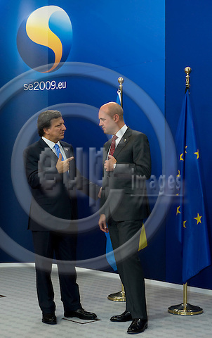 Brussels-Belgium - September 17, 2009 -- Informal European Council, EU-summit under Swedish Presidency; here, Fredrik REINFELDT (ri), Prime Minister of Sweden, welcomes José (Jose) Manuel BARROSO (le), President of the European Commission -- Photo: Horst Wagner / eup-images