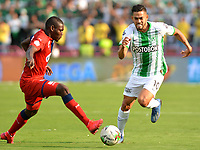 MEDELLIN-COLOMBIA, 29-02-2020: Andres Andrade de Atletico Nacional y Jesus Murillo de Deportivo Independiente Medellindurante partido de la fecha 7 entre Atletico Nacional y Deportivo Independiente Medellin, por la Liga BetPLay DIMAYOR I 2020, jugado en el estadio Atanasio Girardot de la ciudad de Medellin. / Andres Andrade of Atletico Nacional and Jesus Murillo of Deportivo Independiente Medellin figth for the ball, during a match of the 7th date between Atletico Nacional and Deportivo Independiente Medellin, for the BetPLay DIMAYOR I Leguage 2020 played at the Atanasio Girardot Stadium in Medellin city. / Photo: VizzorImage / Leon Monsalve / Cont.