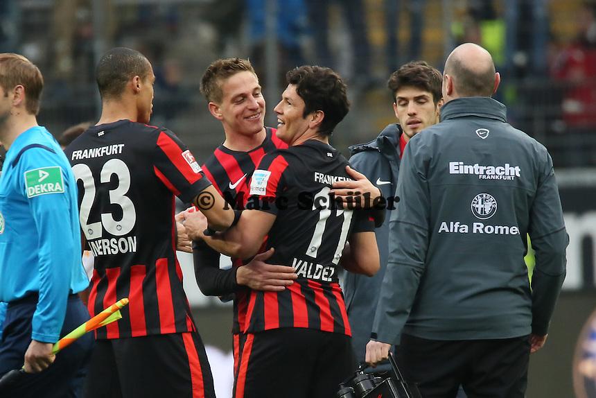 Siegesjubel Eintracht Frankfurt mit einem glücklichen Nelson Valdez - Eintracht Frankfurt vs. SC Paderborn 07, Commerzbank Arena