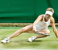 2-7-07,England, Wimbldon, Tennis, Michaella Krajicek glijdt uit op het natte gras